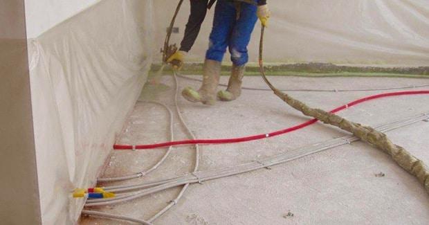 Mousse polyur thane pur avantages prix paisseurs - Chape isolante polyurethane projete prix ...